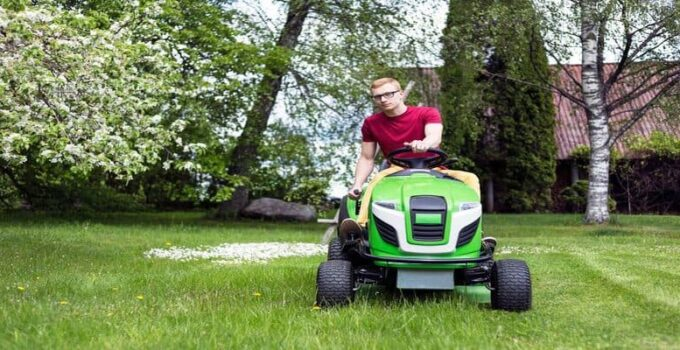 10 Best Riding Lawn Mower Under $1500 to $2000 – 2021 Top Reviews