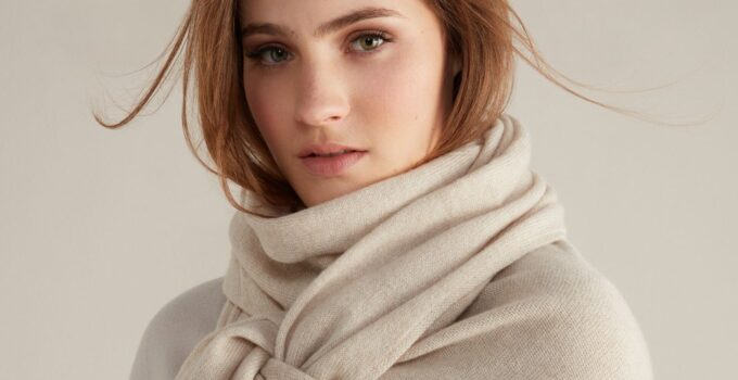 8 Best Women's Cashmere Scarf to Buy in 2021