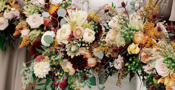 9 Best Flowers To Put In Your Wedding Bouquet – 2021 Guide
