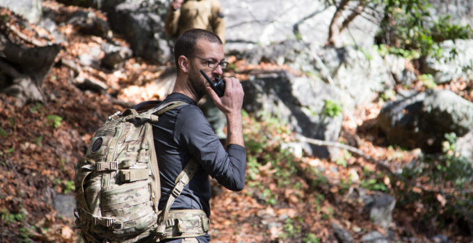 9 Best Walkie Talkie for Hiking & Backpacking 2021 – Buying Guide